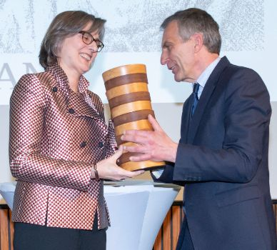 Barbara Stollberg-Rilinger during the award of the price